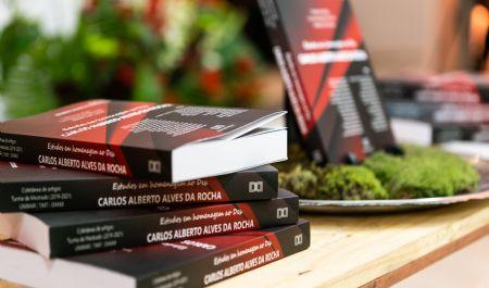 Lançamento de livro marca conclusão de curso da 1ª turma de mestrado de servidores do Judiciário
